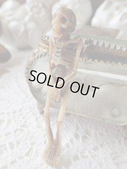 画像1: 【メメントモリ】【髑髏/骸骨/全身骨格角あるいは骨に彫刻】ドイツ・アンティーク&ヴィンテージ聖品